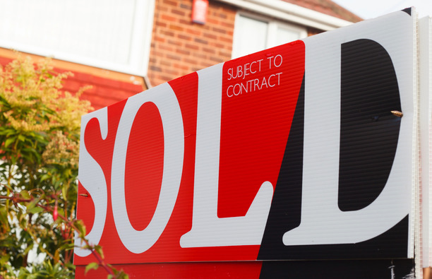 SOLD 'Subject to Contract' Sign