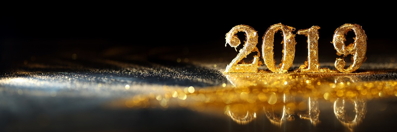 '2019' in gold lettering, covered by sparkly gold glitter